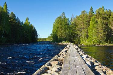 Bild mit Natur, Bäume, Wälder, Flüsse, Urlaub, Wege, Wege, Wald, Baum, Weg, Waldweg, Steg, Ferien, Nature, Holzsteg, See, Entspannung, Skandinavien, Erholung, Fluss, Stege, Freiheit, Outdoor, abenteuer, waldwege