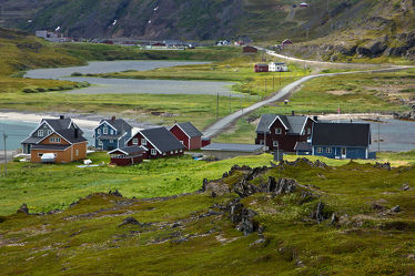 Häuser auf der Halbinsel Veines, Norwegen