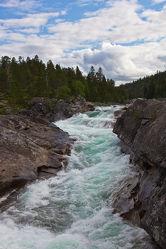 Bild mit Natur,Wasser,Berge und Hügel,Berge,Flüsse,Felsen,Alpen,Alpenland,Natur und Landschaft,Skandinavien,berg,Gebirge,Fluss,Gestein