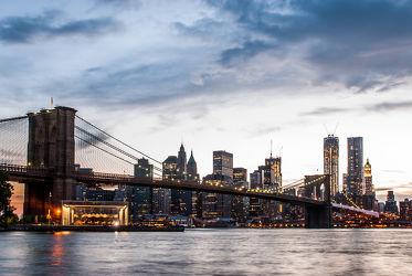 Bild mit Wasser, Gewässer, Architektur, Stadt, Brücke, urban, New York, USA, hochhaus, wolkenkratzer, Hochhäuser, Manhattan, Brooklyn Bridge, NYC, empire state building, skyscraper