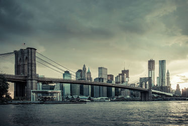 Bild mit Autos, Architektur, Straßen, Stadt, urban, New York, New York, New York, monochrom, Staedte und Architektur, USA, hochhaus, wolkenkratzer, metropole, Straße, Hochhäuser, Manhattan, Brooklyn Bridge, Brooklyn Bridge, Yellow cab, taxi, Taxis, New York City, NYC, Gelbe Taxis, yellow cabs, yellow cabs