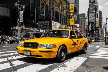 Bild mit Autos, Architektur, Straßen, Stadt, urban, New York, New York, monochrom, Staedte und Architektur, USA, schwarz weiß, hochhaus, wolkenkratzer, metropole, Straße, Hochhäuser, SW, Manhattan, Brooklyn Bridge, Yellow cab, taxi, Taxis, New York City, NYC, Gelbe Taxis, yellow cabs, yellow cabs