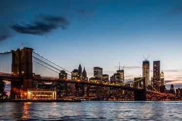 Bild mit Autos, Architektur, Straßen, Stadt, urban, New York, New York, monochrom, Staedte und Architektur, USA, hochhaus, wolkenkratzer, metropole, Straße, Hochhäuser, Manhattan, Brooklyn Bridge, Yellow cab, taxi, Taxis, New York City, NYC, Gelbe Taxis, yellow cabs, yellow cabs