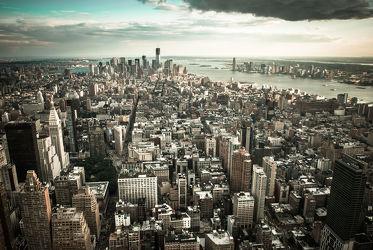 Bild mit Autos, Architektur, Straßen, Panorama, Stadt, urban, New York, New York, monochrom, Staedte und Architektur, USA, schwarz weiß, hochhaus, wolkenkratzer, metropole, Straße, island, Hochhäuser, SW, Manhattan, Brooklyn Bridge, Yellow cab, taxi, Taxis, New York City, NYC, Gelbe Taxis, yellow cabs, empire state building, one world trade center, skyscraper