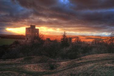 Bild mit Natur, Himmel, Sonnenuntergang, Architektur, Gebäude, Sommer, Sonnenaufgang, Burg, Feld, Felder, Mansfeld Südharz, ruine, Burgen, ruinen