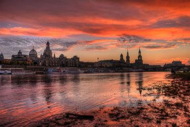 Bild mit Sonnenuntergang, Gebäude, Städte, Sonnenaufgang, Häuser, Brücken, Stadt, Dresden, Brücke, City, Skyline, Fluss, Elbe, Barock