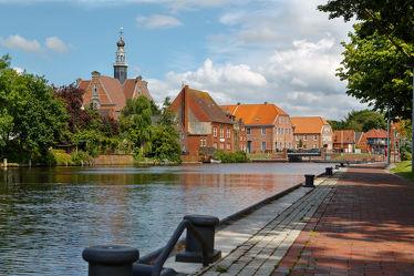 Bild mit Flüsse, Architektur, Gebäude, Städte, Häuser, Hafenstadt, Haus, Stadt, Dörfer und Städte in Norddeutschland, Promenade, Fluss, dorf