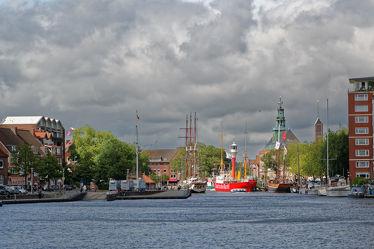 Bild mit Flüsse, Architektur, Gebäude, Städte, Häuser, Hafenstadt, Haus, Stadt, Dörfer und Städte in Norddeutschland, Fluss