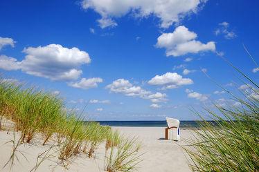 Bild mit Grün,Himmel,Wolken,Weiß,Strände,Sand,Urlaub,Blau,Sonne,Strand,Meer,Meer,Dünen,Sonnenschein,Wärme,Ostseeküste,Azur,Alleinlage,Türkisblau