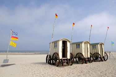 Bild mit Strände,Strand,Nordsee,Küste,Ostfriesland,Ostfriesische_Inseln,Norderney,Norderney,Badehose,Umkleide,Wagen,Umkleidewagen