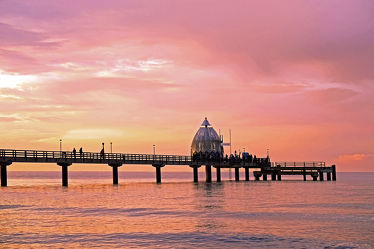 Bild mit Gewässer, Rosa, Sonnenuntergang, Sonnenuntergang, Urlaub, Meerblick, Ostsee, Meer, Steg, Sunset, Nordsee, Zingst