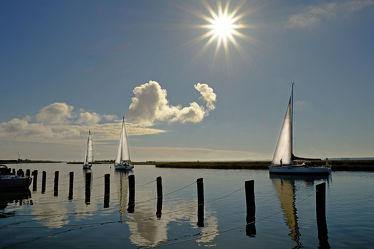 Bild mit Gewässer,Urlaub,Sport,Segelboote,Sonne,Meer,Reisen,Schifffahrt,Schiffe und Meer,Erholung,Wind,Segel