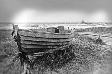 Bild mit Strand, boot, Meer, Boote, schwarz weiß, SW, Holzboot