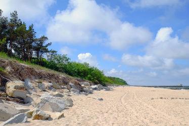 Bild mit Himmel,Wolken,Felsen,Sand,Strand,Ostsee,Meer,Dünen,Strand / Meer,Schutz