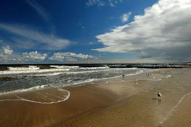 Bild mit Wolken,Meere,Strände,Wellen,Möwen,Strand,Meerblick,Küste,Am Meer,Erholung,Ausspannen,Abendstimmung,Gischt