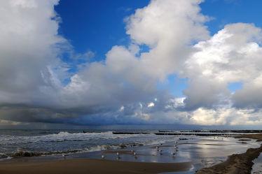 Bild mit Himmel, Wolken, Ostsee, Strand / Meer, Wind, sturm, Ostseeküste, Erde, Regenwolken
