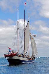 Bild mit Wellen, Schiffe, Meerblick, Ostsee, Meer, Segelschiffe, Ausspannen, Wind, Kieler_Förde, Boen, Segler, Windjammerparade, Stürmisch