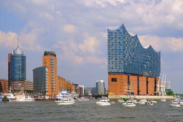 Bild mit Himmel, Wolken, Häfen, Elbe, Hochhäuser, Hamburg, Parade, Hamburger_Hafen, Elbphilharmonie, Hafengeburtstag, Nachhut