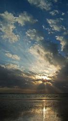 Bild mit Himmel, Wolken, Wellen, Sonnenuntergang, Sonne, Wolkengebilde, Nordsee, Küste, Wattenmeer, Emden, Ostfriesland, Seenebel, Watt, Ebbe, Dollart, Ems, Wogen, Tide, Knock
