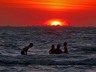 Bild mit Wasser, Himmel, Himmel, Sonnenuntergang, Sonne, Meer, Küste, Geniessen, Baden