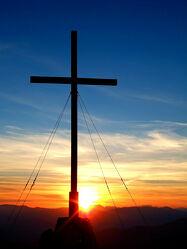 Bild mit Berge, Berge, Wolken, Rot, Horizont, Blau, Nebel, Sonne, Österreich, Abend, Gipfel, Besinnung, Mahnmal, glaube, Gipfelkreuz, Schöckl