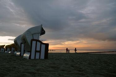 Bild mit Himmel, Sand, Urlaub, Dämmerung, Strand, Strandkörbe, Ostsee, Meer, Erholung, Abendlicht