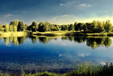 Bild mit Natur, Natur, Wasser, Landschaften, Himmel, Wolken, Horizont, Sonnenuntergang, Blau, Sommer, Sonne, Landschaft, Gras, See, Spiegelung, Park, Teich