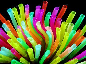 Bild mit Farben, Trinken, Bunt, Experimentell, nahaufnahme, farbig, Getränk, Halme, Formen, color, farbspiel, kunststoff, plastik, strohalm, strohhalme, trinkhalm, trinkhalme