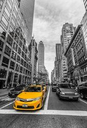 Bild mit Fahrzeuge, Autos, Straßen, Stadt, New York, New York, City, USA, schwarz weiß, hochhaus, wolkenkratzer, Großstadt, Hochhäuser, SW, Weltstadt, Yellow cab, taxi, Taxis, Gelbe Taxis, yellow cabs, Gelbe Taxi