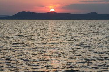 Bild mit Berge und Hügel, Berge, Gewässer, Seen, Sonnenuntergang, Sonnenaufgang, Sonne, Sonne, Bergsee, See, berg
