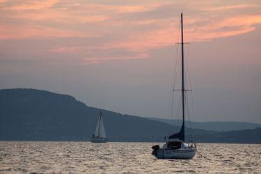 Bild mit Berge, Seen, Sonnenuntergang, Segelboote, Sonnenaufgang