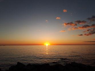 Bild mit Natur,Strände,Sonnenuntergang,Sonnenaufgang,Sonne,Strand,Meer,Sonnenschein,Sonnenuntergänge,Meerwasser,Abend
