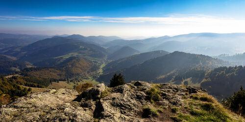 Bild mit Herbst, Panorama, Gebirge, Fels, Gipfel, ausblick, aussicht, schwarzwald, talblick, wiesental