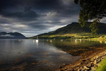 Bild mit Berge, Berge, Segelboote, Boote, See, Schottland, Ufer, Morgensonne, loch goil, lochgoilhead