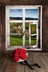Bild mit Frühling, Holz, Holzstruktur, schwarzwald, bollenhut, trachtenhut, tracht, original, schwarzwälder, Berghauser Kapelle