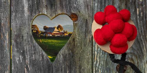 Bild mit Holz, Holzstruktur, rustikal, Herz, schwarzwald, Heimat, Herzförmig, bollenhut, trachtenhut, tracht