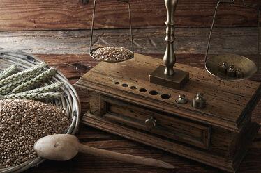 Bild mit Holzstruktur, rustikal, alt, Antik, Aufsicht, Studioaufnahme, holzuntergrund, innen, waage, wiegen