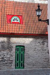 Fenster, Tür und Lampe