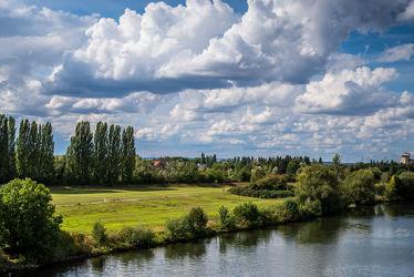 Bild mit Natur, Wasser, Grün, Himmel, Jahreszeiten, Wetter, Wolken, Blau, Landschaft, Licht, Wiesen, Fluss, main, hessen, Schatten