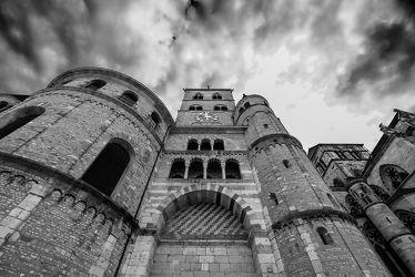 Bild mit Himmel, Wolken, Kirche, Perspektive, Denkmal, Linien, Sakralbau, Vergangenheit, Dom, Eifel, Trier, historisches Gebäude