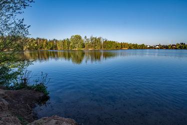 Bild mit Wasser, Bäume, Jahreszeiten, Frühling, Wellen, Sonnenaufgang, Licht, See, Ruhe, Entspannung, Spiegelungen, Erholung, Ufer, Naturschutzgebiet, Schatten