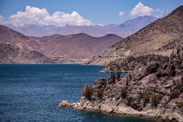 Bild mit Wasser, Berge, Bewässerung, Outdoor, stausee, wüstenlandschaft, tal, Chile, Südamerika, Elqui, Rìo Elqui, Vicuña, Fassungsvermögen, Energiegewinnung, Valle de Elqui, Puclaro, und Weinanbauflächen