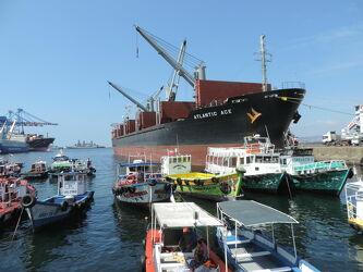 Bild mit Sommer, Häfen, Sonne, Hafenstadt, Hafenanlage, Seehafenstadt, Hafenrundfahrten, Bootshafen, Chile, Südamerika