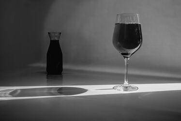 Bild mit Lebensmittel, Glas, Getränke, Flasche, Licht, Wein, Schatten, Gläser, rotwein, weinglas