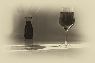 Bild mit Glas, Getränke, Flasche, Licht, Spiegelungen, monochrom, Wein, Schatten, weinflasche, Reflexionen