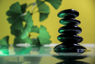 Bild mit Wasser, Pflanzen, Steine, Ruhe, Entspannung, Wellness, Stille, ginkgo, Besinnung, Kontemplation