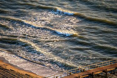 Bild mit Wasser, Wellen, Sand, Sonnenaufgang, Meer, Steg, Licht, Spiegelungen, Schatten, Reflexionen