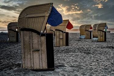 Bild mit Jahreszeiten, Sonnenaufgang, Strand, Ostsee, Strandkorb, Gegenlicht, Licht, Küste, Ufer, Schleswig