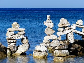 Bild mit Meer, Mittelmeer, Steine, gestapelte Steine, Griechenland