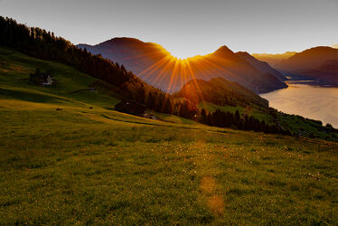 Bild mit Sonnenuntergang, Sonnenaufgang, Landschaft, landscape, Landschaftspanorama, Sonnenuntergang/Sonnenaufgang, Sonnenstrahlen, & Untergänge